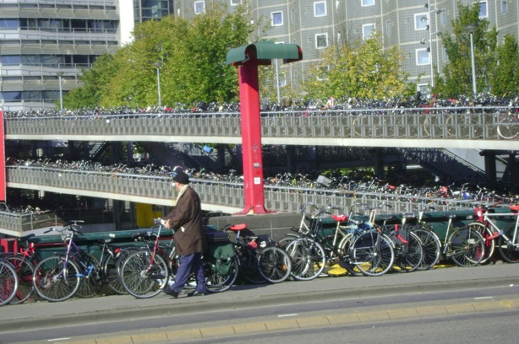 _Amsterdam_Cyclist_Park2